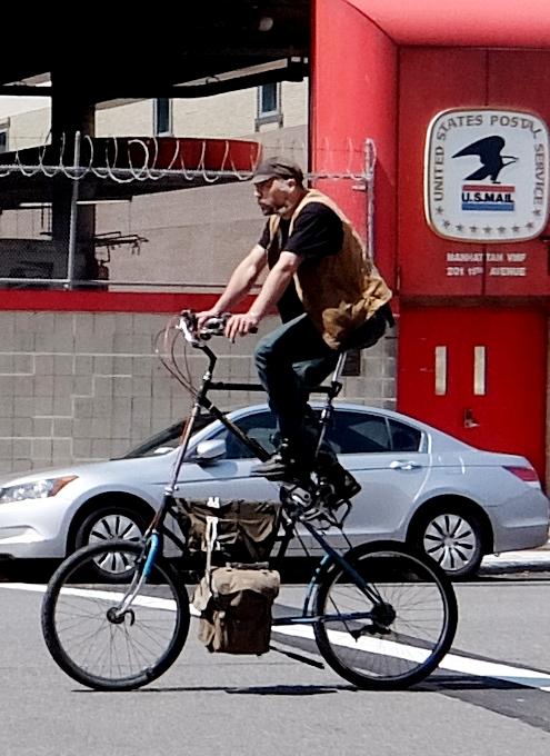 街角で見かける自転車も多様性あふれるニューヨーク_b0007805_23352516.jpg