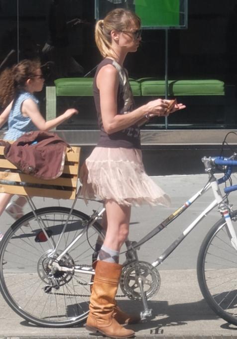 街角で見かける自転車も多様性あふれるニューヨーク_b0007805_23355890.jpg