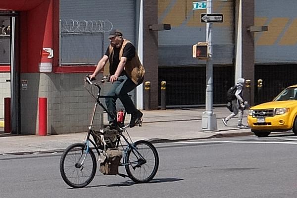 街角で見かける自転車も多様性あふれるニューヨーク_b0007805_23403017.jpg