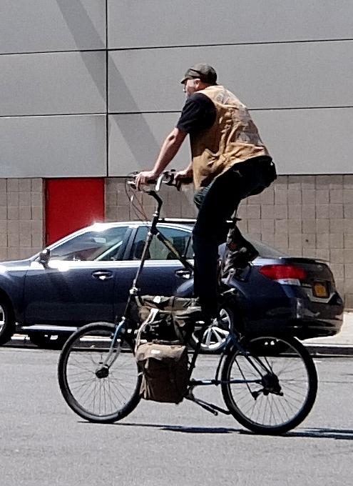 街角で見かける自転車も多様性あふれるニューヨーク_b0007805_2345512.jpg
