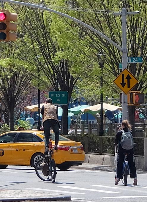街角で見かける自転車も多様性あふれるニューヨーク_b0007805_2348346.jpg