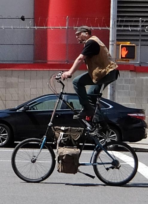 街角で見かける自転車も多様性あふれるニューヨーク_b0007805_2352189.jpg