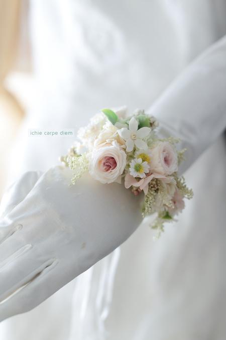 花冠と手首の花、リストブーケ 京都まで_a0042928_085025.jpg