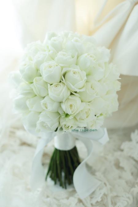 白バラのブーケ、パレスホテル東京さまへ Vera Wangのダイアナに_a0042928_2082295.jpg