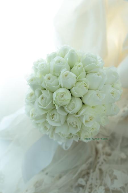 白バラのブーケ、パレスホテル東京さまへ Vera Wangのダイアナに_a0042928_208326.jpg