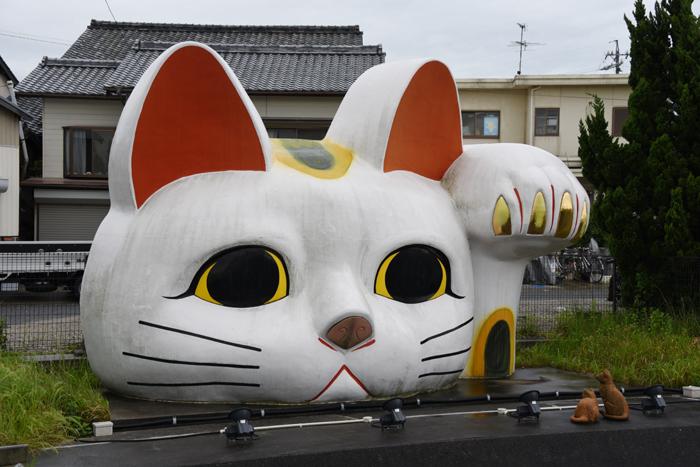 猫好き必見?!住宅街に現れる「張りぼて」巨大招き猫がおもろい!愛知・常滑のとこにゃん_e0171573_2051058.jpg