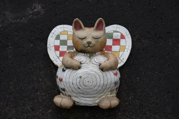 猫好き必見?!住宅街に現れる「張りぼて」巨大招き猫がおもろい!愛知・常滑のとこにゃん_e0171573_2054423.jpg