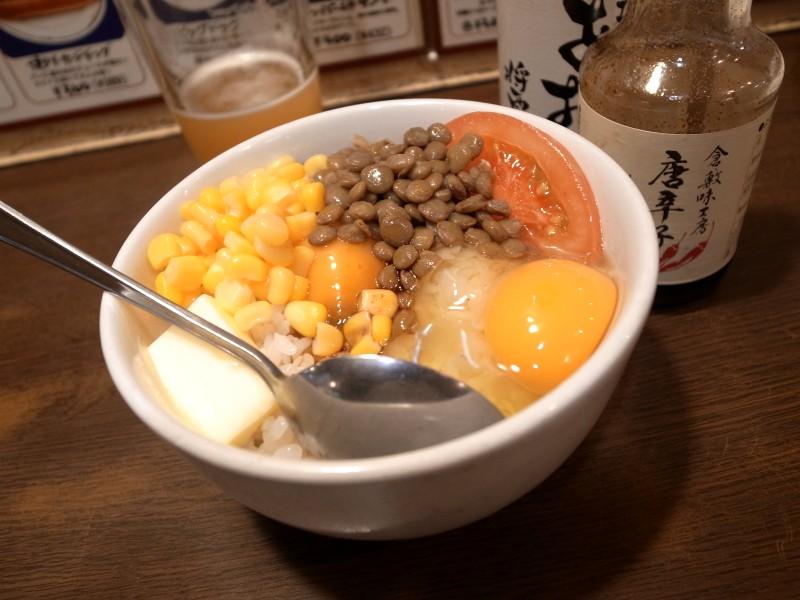 新宿ベルクの「卵かけご飯 味の形スペシャル」と「めんどくさいやつ」_e0152073_22113929.jpg