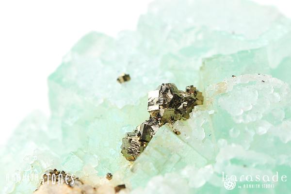 パイライトonフローライト原石(モロッコ産)_d0303974_182639100.jpg