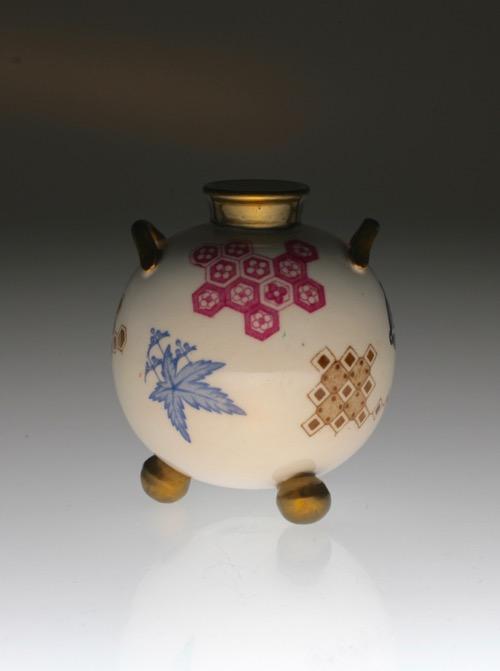 Royal Worcester Japonesque Vase_c0108595_2257427.jpg
