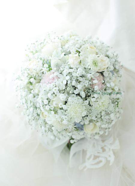 かすみそうのブーケ 横浜ロイヤルパークホテル様へ 今年のブーケの流行色_a0042928_18422381.jpg