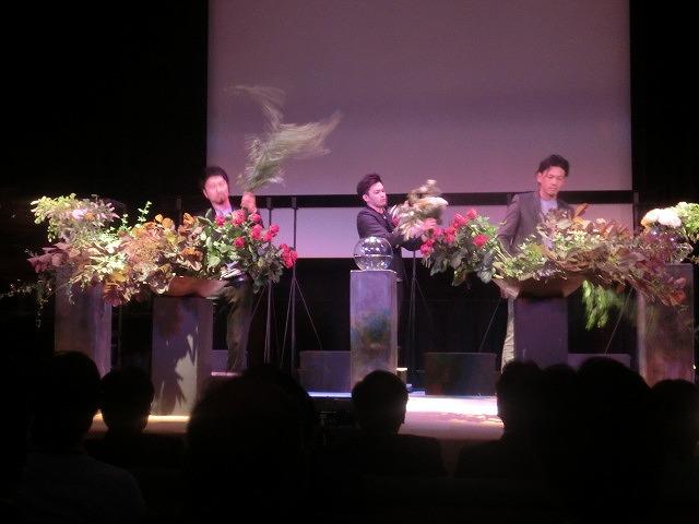花で「想いの重さ」を表現するフラワーパフォーマンス集団「gram.」 ばらサミット in Fuji_f0141310_74137.jpg