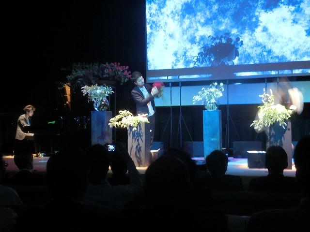 花で「想いの重さ」を表現するフラワーパフォーマンス集団「gram.」 ばらサミット in Fuji_f0141310_7413747.jpg