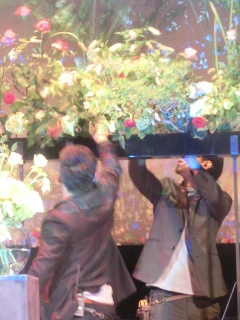 花で「想いの重さ」を表現するフラワーパフォーマンス集団「gram.」 ばらサミット in Fuji_f0141310_7421640.jpg