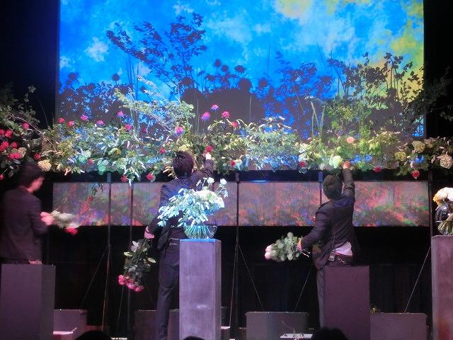 花で「想いの重さ」を表現するフラワーパフォーマンス集団「gram.」 ばらサミット in Fuji_f0141310_74231.jpg
