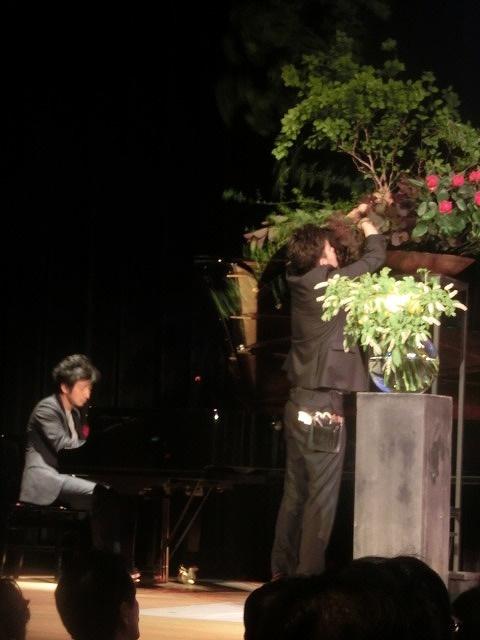 花で「想いの重さ」を表現するフラワーパフォーマンス集団「gram.」 ばらサミット in Fuji_f0141310_7423125.jpg