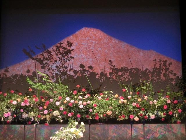 花で「想いの重さ」を表現するフラワーパフォーマンス集団「gram.」 ばらサミット in Fuji_f0141310_743744.jpg