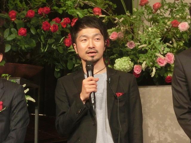 花で「想いの重さ」を表現するフラワーパフォーマンス集団「gram.」 ばらサミット in Fuji_f0141310_744383.jpg