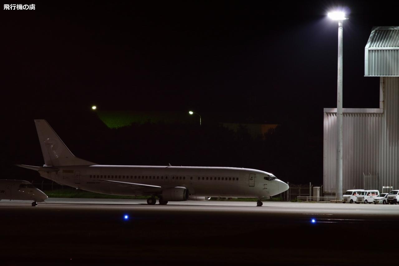 夜間に撮る退役機 登録番号はNレジに  日本トランスオーシャン航空(NU) _b0313338_16502492.jpg