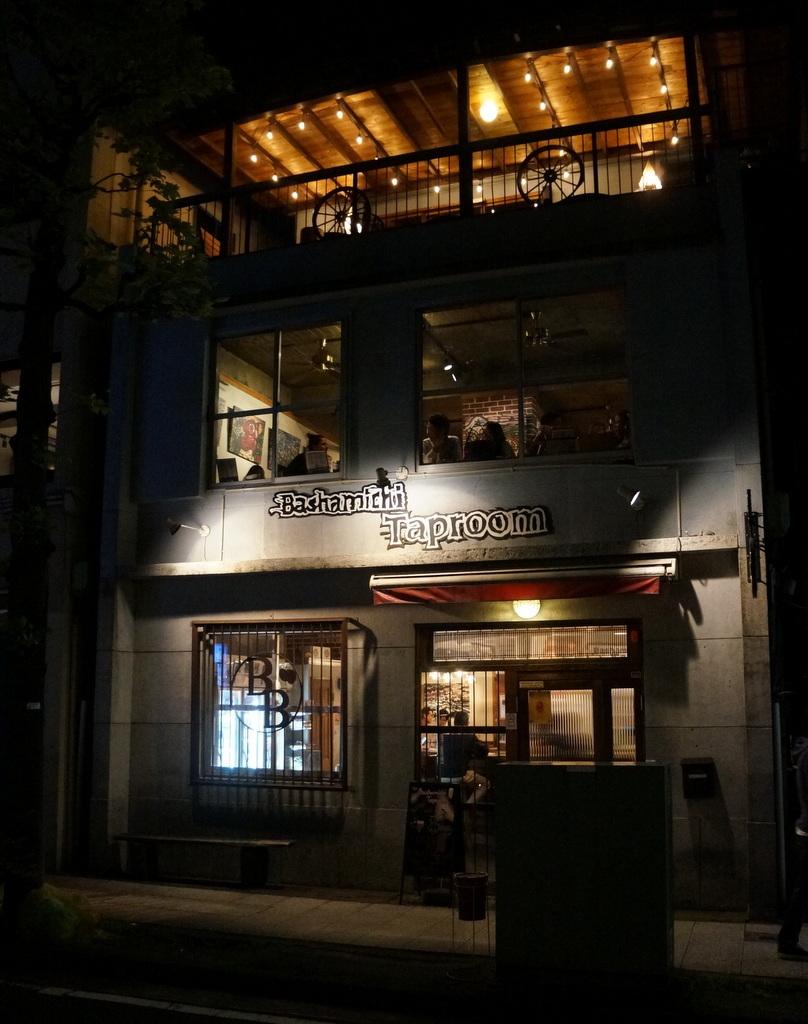 横浜レンガ倉庫、春のビール祭りにて。_c0180686_23523485.jpg