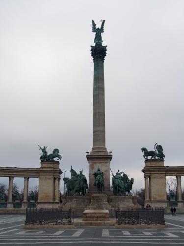 大迫力の議事堂!美術館!温泉!  魅力的なブダペストの街を満喫♪_c0351060_21014664.jpg