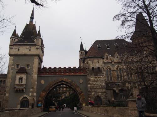 大迫力の議事堂!美術館!温泉!  魅力的なブダペストの街を満喫♪_c0351060_21341028.jpg