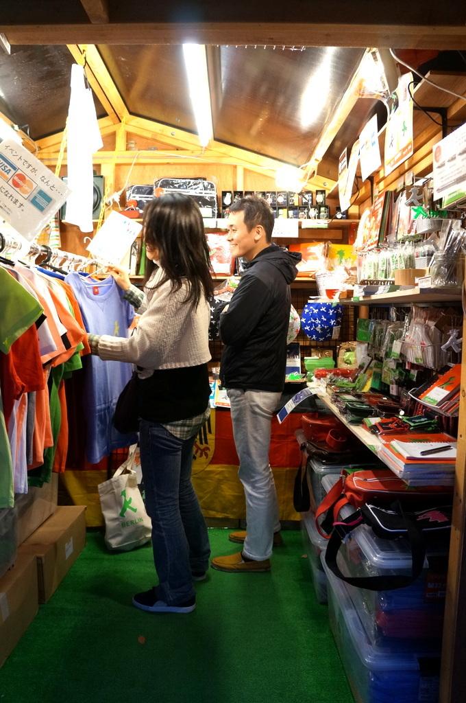横浜レンガ倉庫、春のビール祭りにて。_c0180686_01504064.jpg