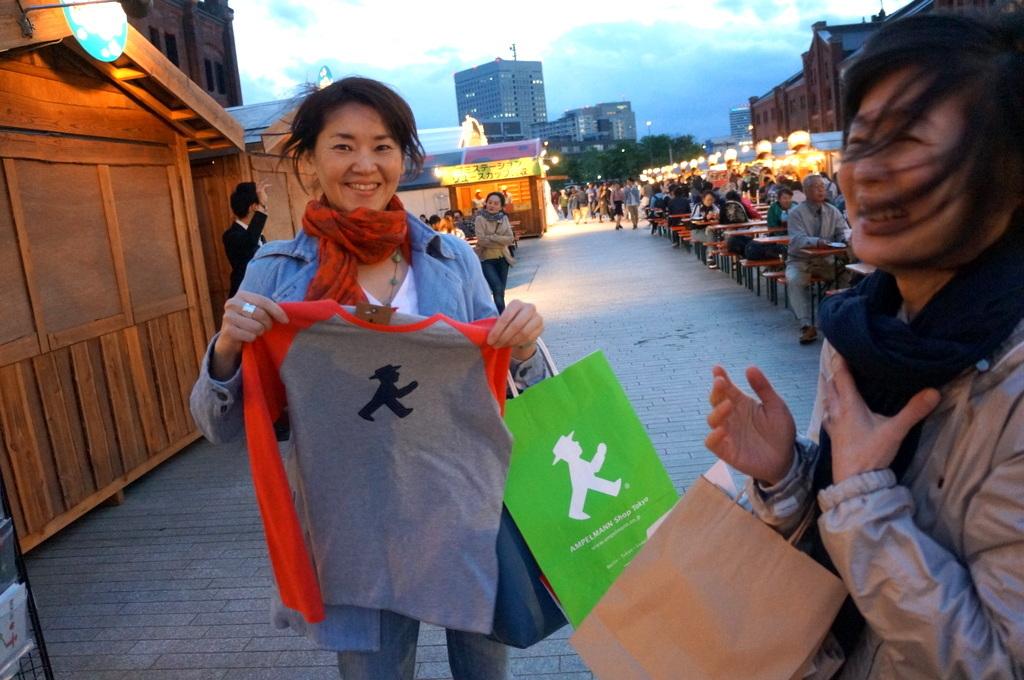 横浜レンガ倉庫、春のビール祭りにて。_c0180686_01505245.jpg