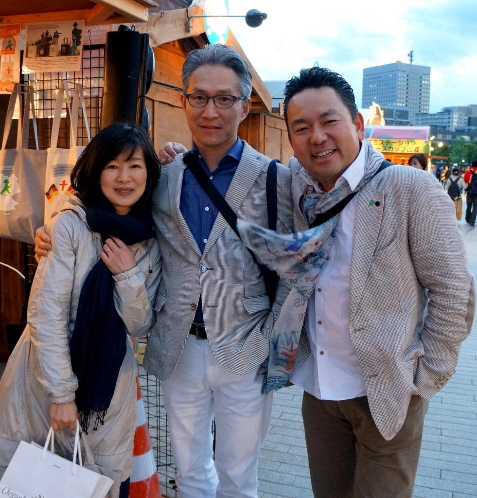 横浜レンガ倉庫、春のビール祭りにて。_c0180686_01524669.jpg