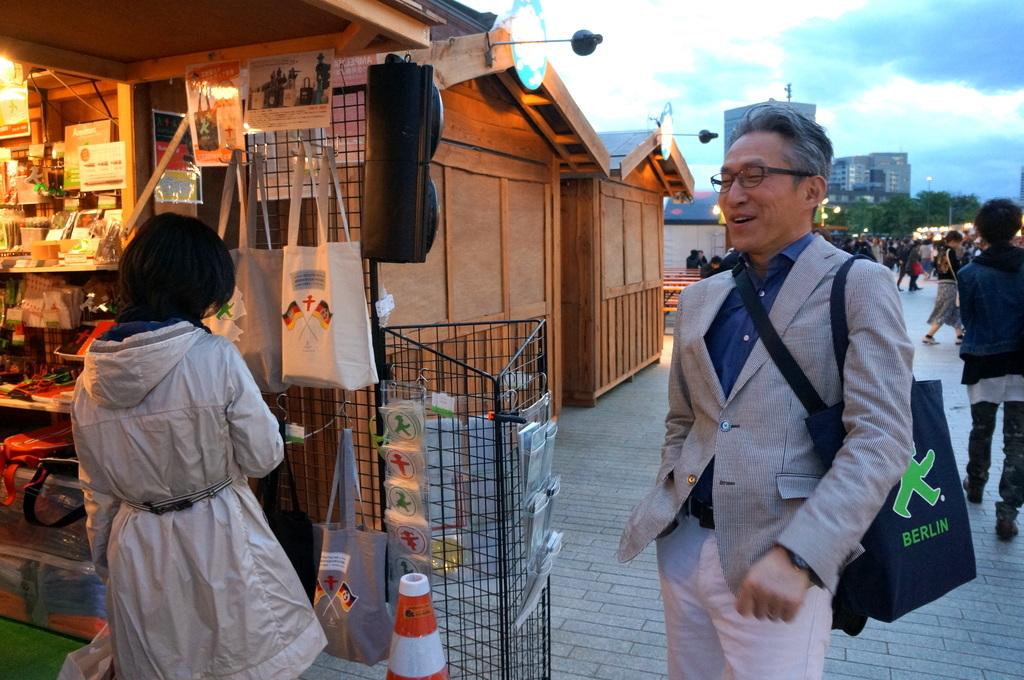 横浜レンガ倉庫、春のビール祭りにて。_c0180686_01530537.jpg