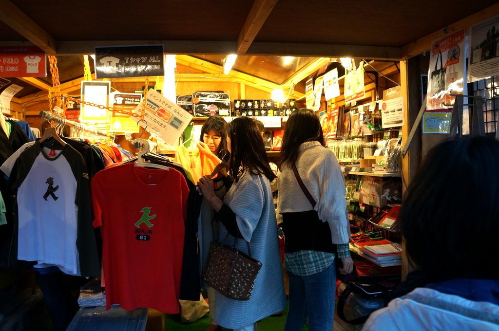 横浜レンガ倉庫、春のビール祭りにて。_c0180686_01531251.jpg