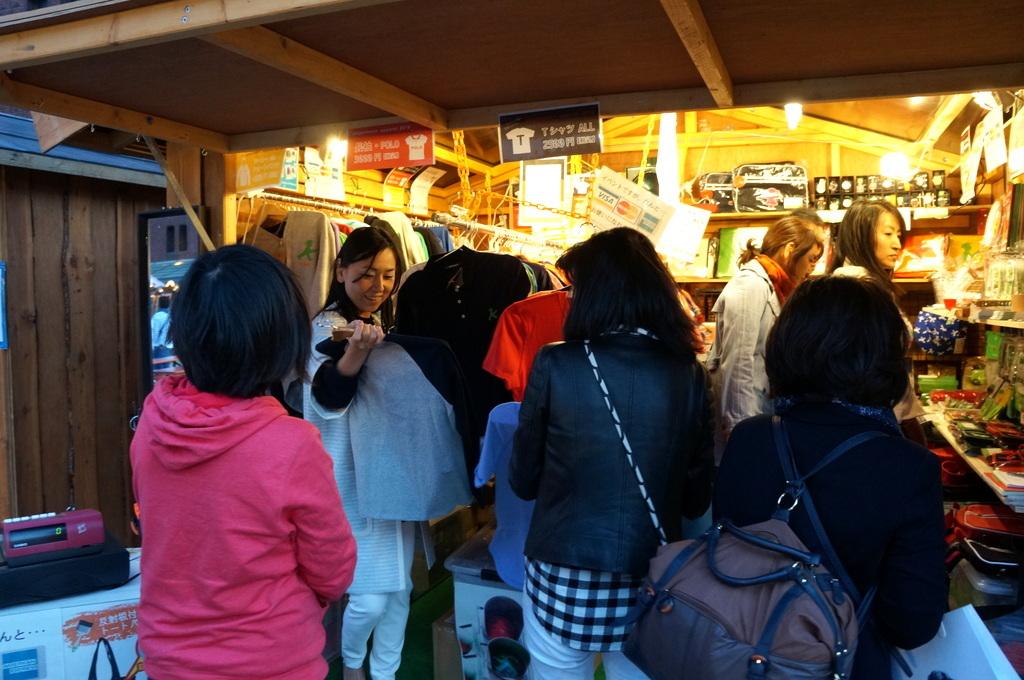 横浜レンガ倉庫、春のビール祭りにて。_c0180686_01533339.jpg
