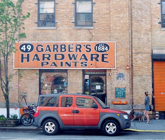 ニューヨークで132年も続く1884年創業のハードウェア・ショップ、Garber Hardware Paints_b0007805_20522455.jpg