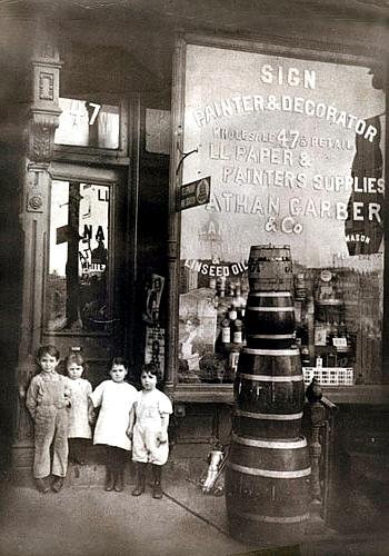 ニューヨークで132年も続く1884年創業のハードウェア・ショップ、Garber Hardware Paints_b0007805_2052369.jpg