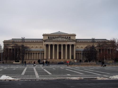 大迫力の議事堂!美術館!温泉!  魅力的なブダペストの街を満喫♪_c0351060_18234265.jpg