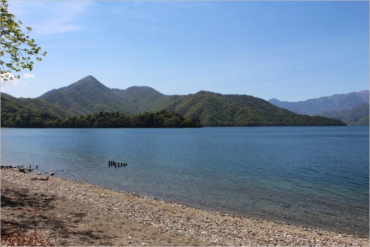 中禅寺湖畔より男体山を望む_e0027083_753638.jpg