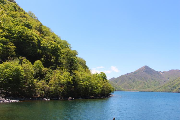 中禅寺湖畔より男体山を望む_e0027083_8194590.jpg