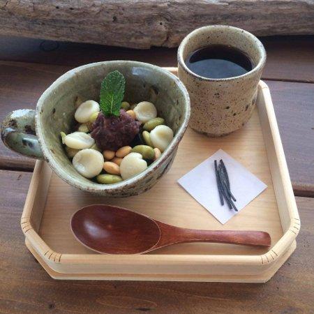 「ほうじ茶寒天と 豆腐白玉のあんみつ」_a0251920_1001922.jpg
