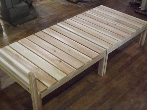 新作  ベンチを2台並べてベッド_f0206159_1539394.jpg