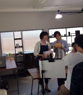「食パン型付き!日本一簡単に家で焼ける食パンレシピBOOK」発売しました!_f0224568_12262810.jpg