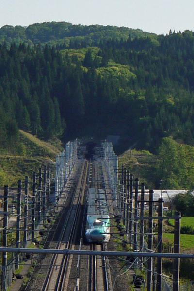 成り行きで北海道新幹線を撮ってみた。_e0338273_18114806.jpg