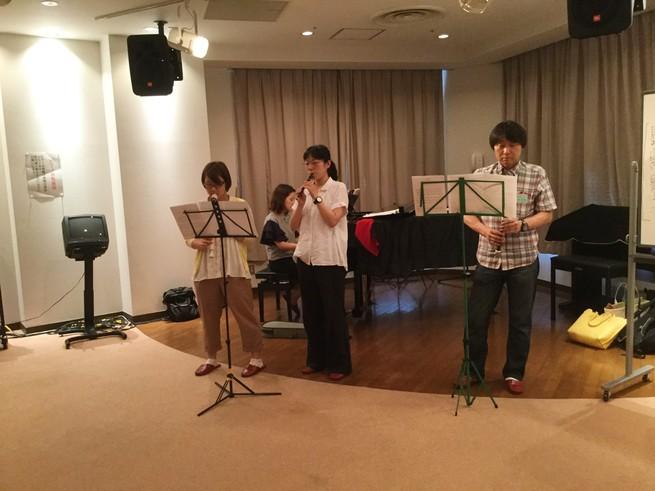 日曜朝教室 ミニコンサート開催_e0175020_2275879.jpg