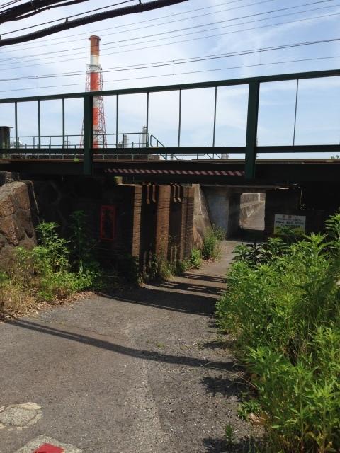 煉瓦積みの古い橋脚のたもとで過ごす時間。_a0334793_22324121.jpg