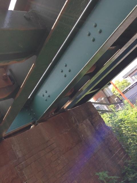 煉瓦積みの古い橋脚のたもとで過ごす時間。_a0334793_22331272.jpg