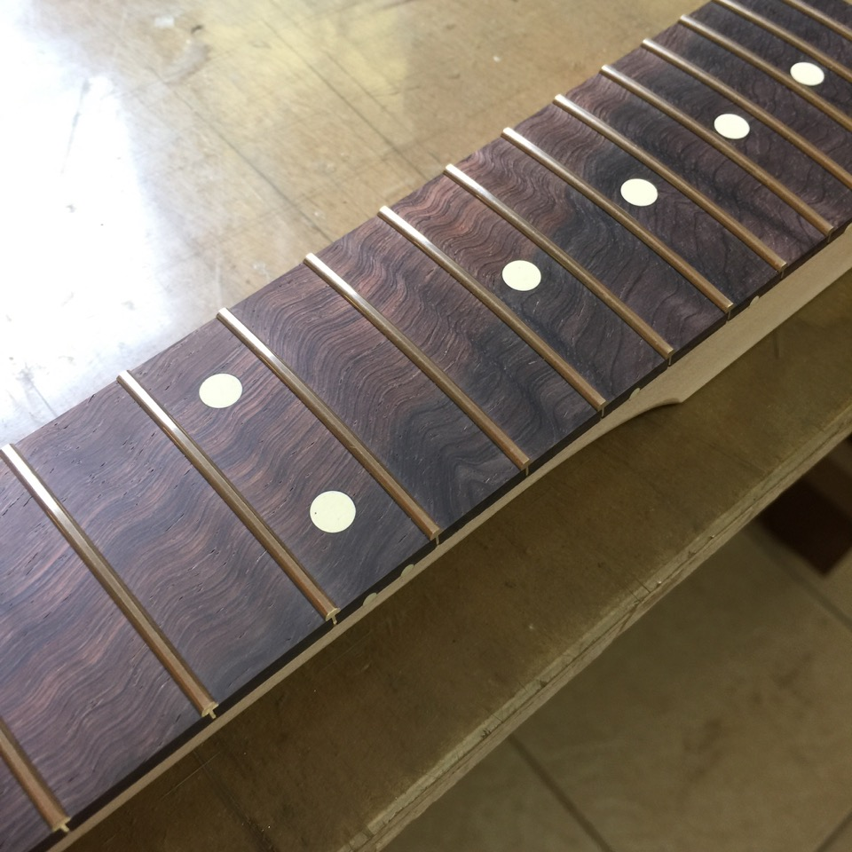 新しいギターが生まれるよ 2_f0181924_7432216.jpg