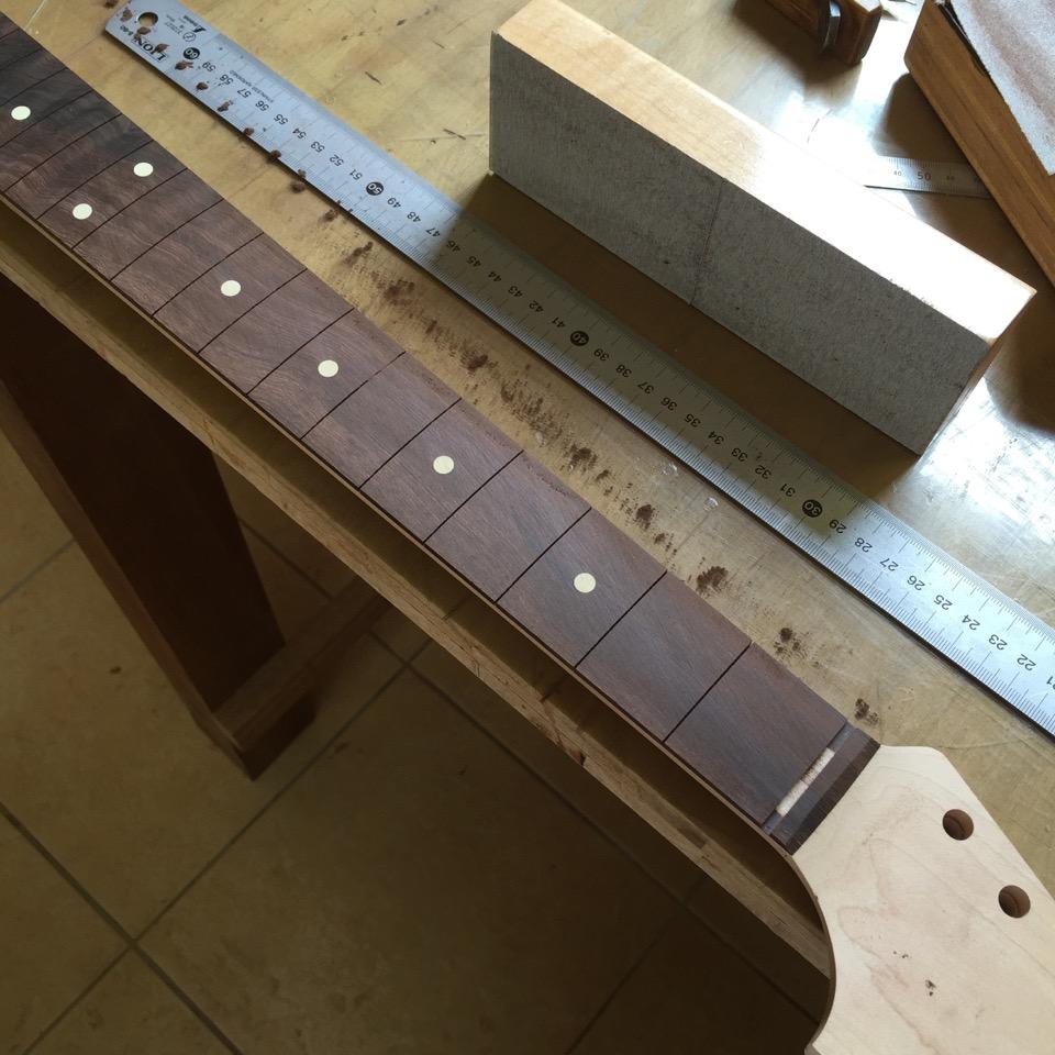新しいギターが生まれるよ 2_f0181924_743261.jpg