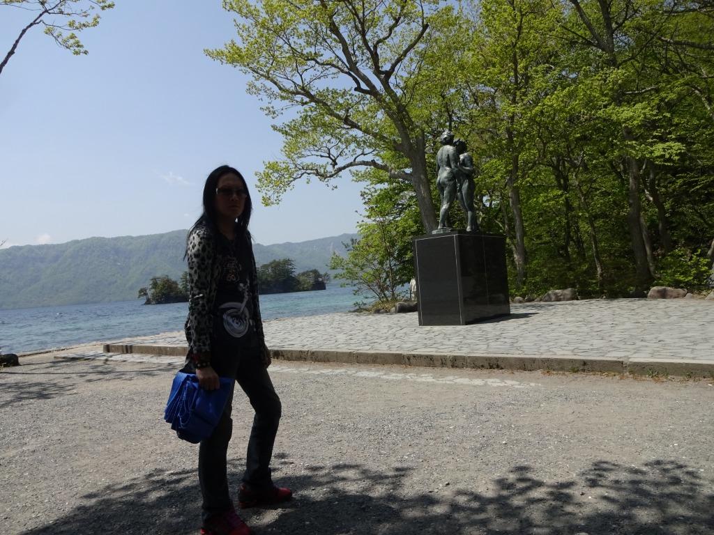 帰青今年2回目 【5/18】 快晴の十和田湖と奥入瀬渓流_d0061678_16523841.jpg