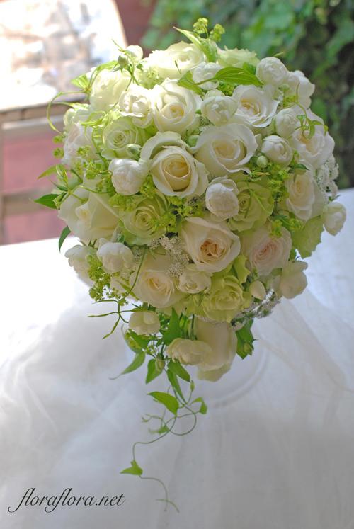 バラ*シェドウーブル、アヴァランチェ、ライムのセミキャスケードブーケ アニヴェルセル豊洲様へ 花嫁様からいただいたお写真とともに_a0115684_23093168.jpg