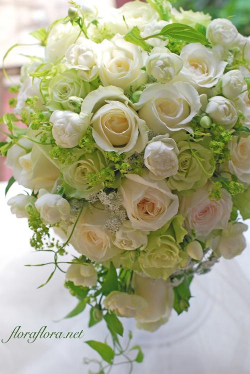 バラ*シェドウーブル、アヴァランチェ、ライムのセミキャスケードブーケ アニヴェルセル豊洲様へ 花嫁様からいただいたお写真とともに_a0115684_23093686.jpg