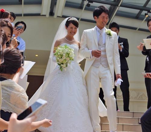 バラ*シェドウーブル、アヴァランチェ、ライムのセミキャスケードブーケ アニヴェルセル豊洲様へ 花嫁様からいただいたお写真とともに_a0115684_23094050.jpg
